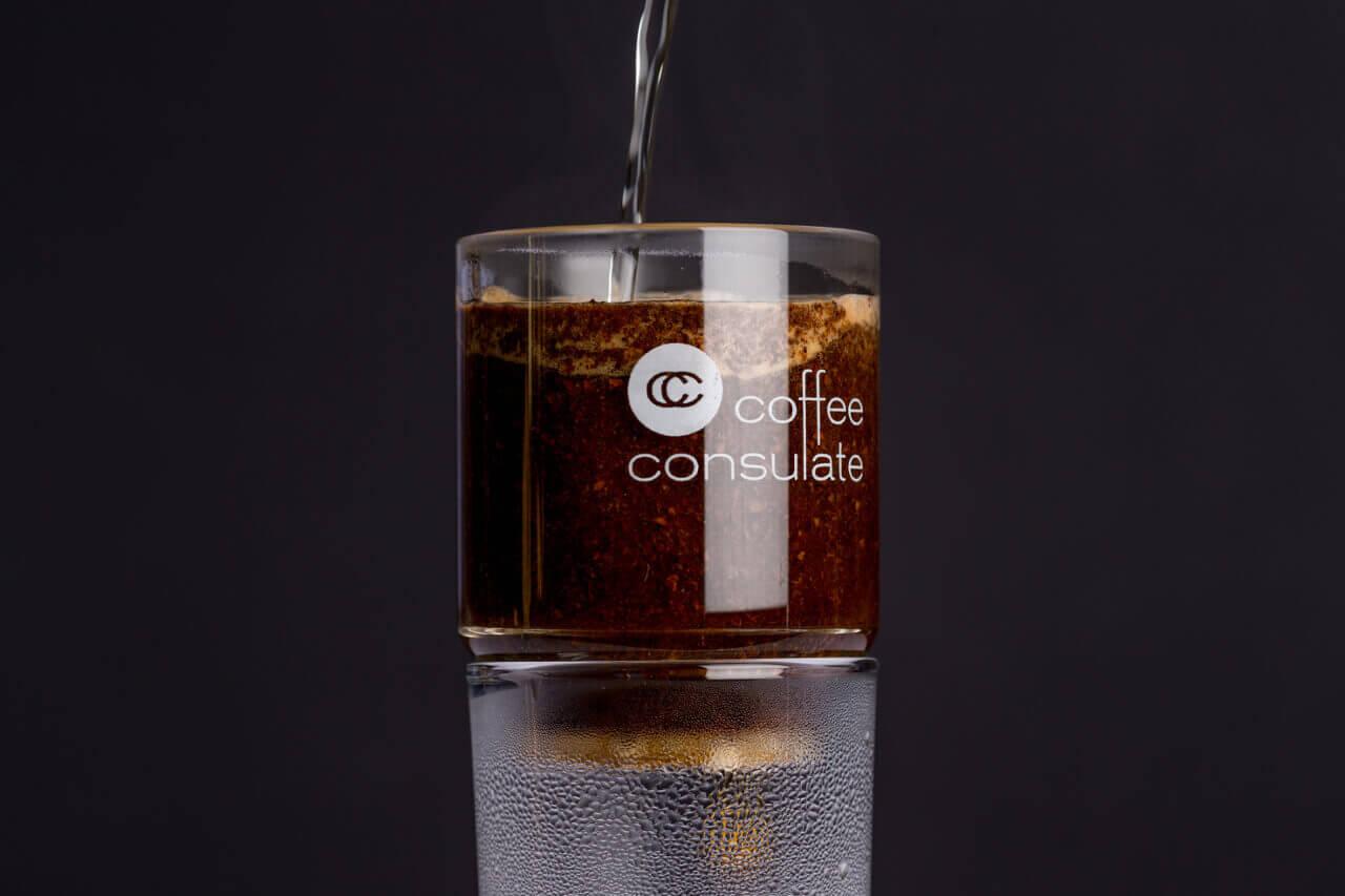 Gemahlener Kaffee wird im RS-16 Glasfilter aufgebrüht.